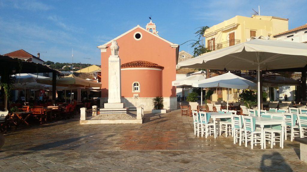 A ilha de Paxos e toda linda, desde a cidade e as cavernas no litoral da ilha.