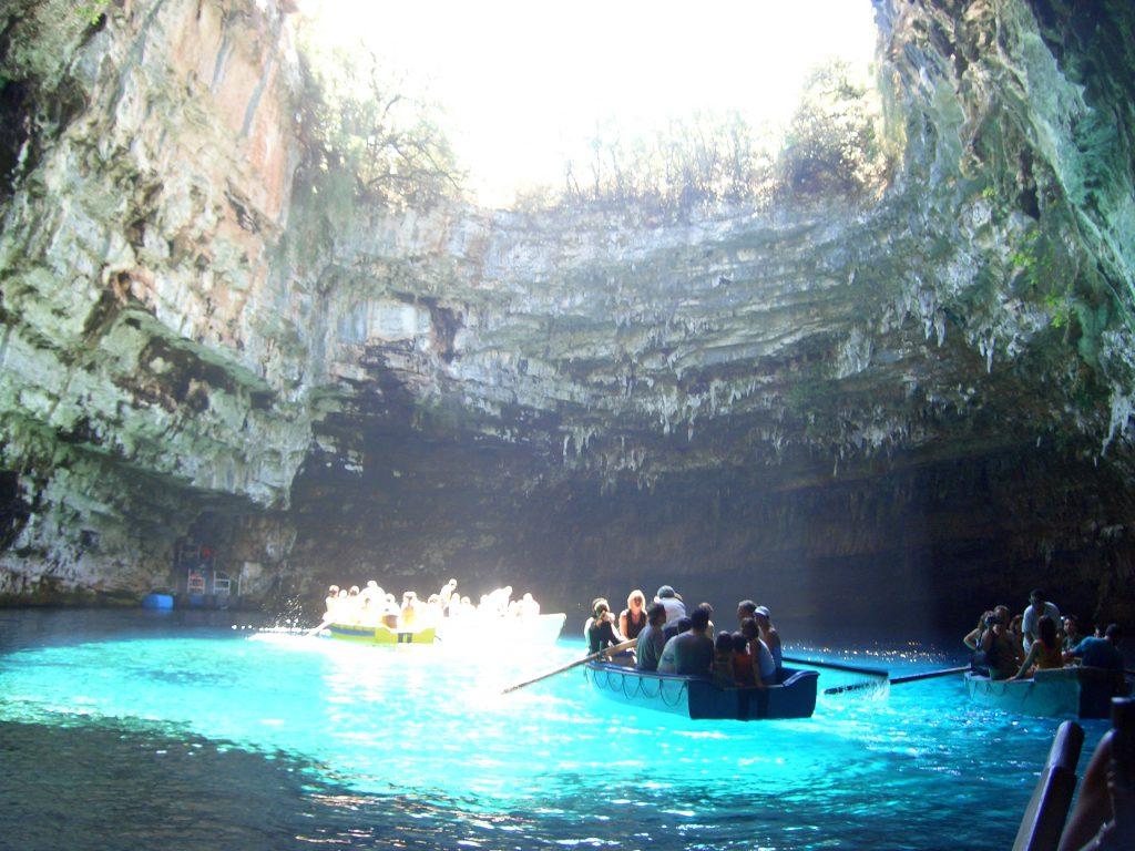 Caverna Melissani na ilha de Kefalonia