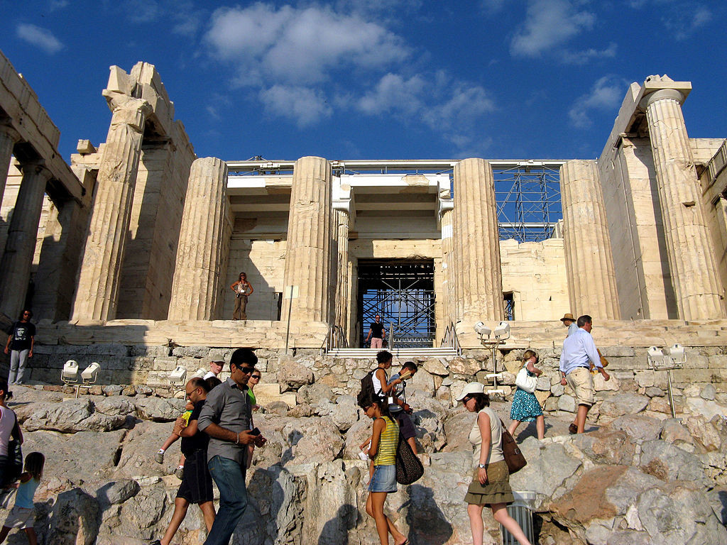 1024px-The_entrance_to_the_Acropolis