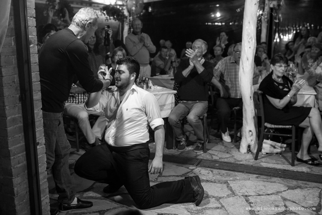 Danças típicas na taverna Nikolas em Corfu