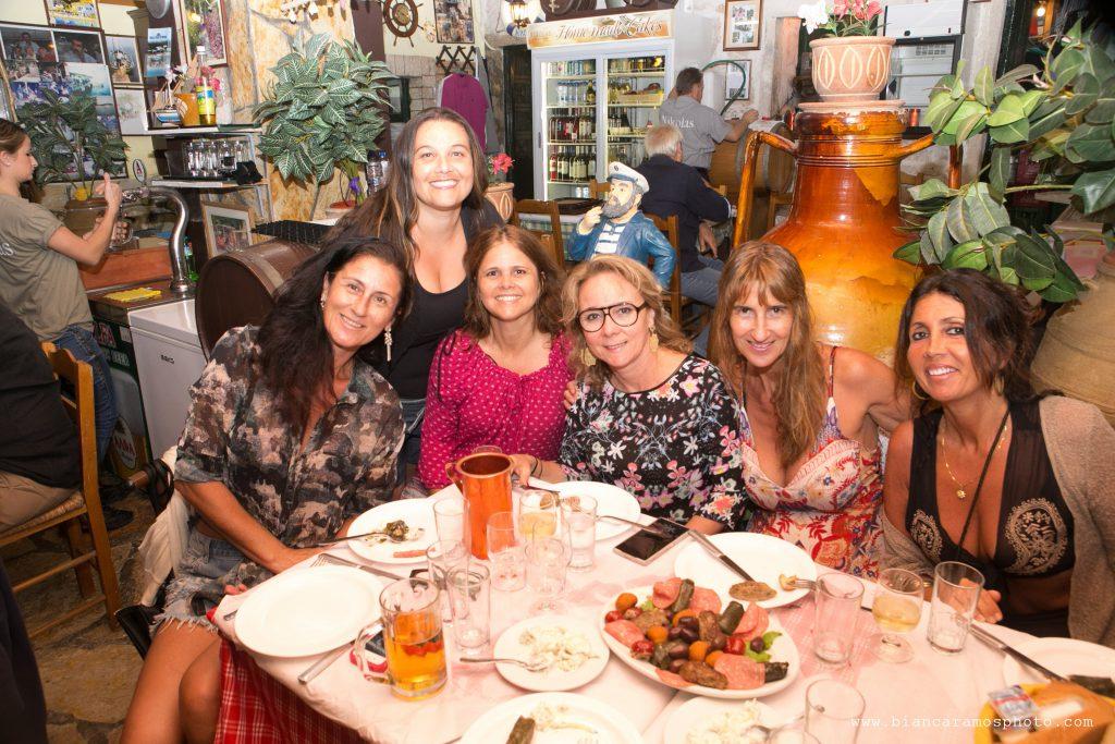 Virna Lize com Ana Tassia e amigos.
