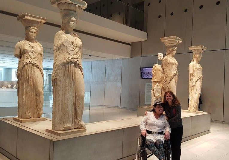 Tânia e Virna Lize no museu Acropolis