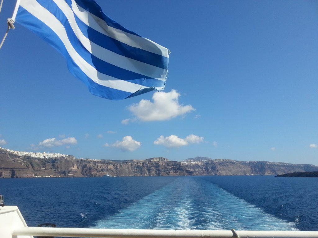 Viajando de navio para Santorini