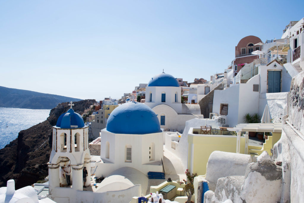 Santorini e as igrejas de cupulas azuis