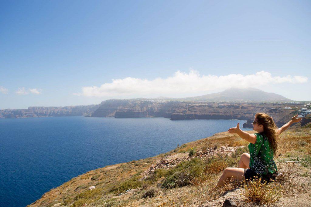 No sul da ilha de Santorini com vista para a caldeira